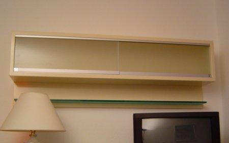 schrank mit glas schiebet ren m bel innenausbau galerie. Black Bedroom Furniture Sets. Home Design Ideas